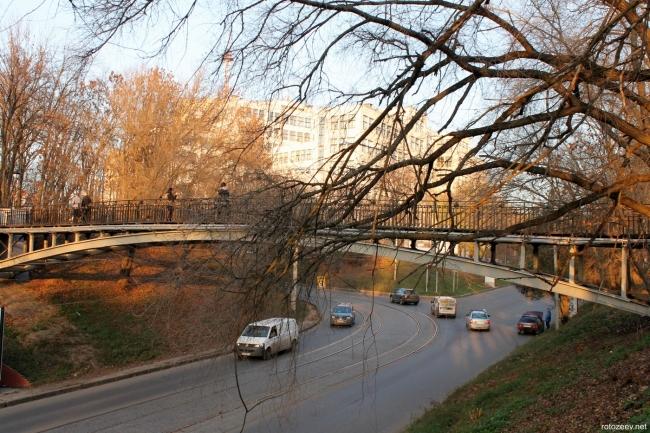 Харьков, переходный мостик возле зоопарка