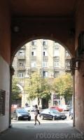 Арка: вид на площадь Розы Люксембург