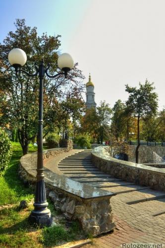 Сквер возле Покровского монастыря
