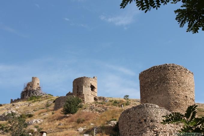 Балаклава, старинные оборонительные башни