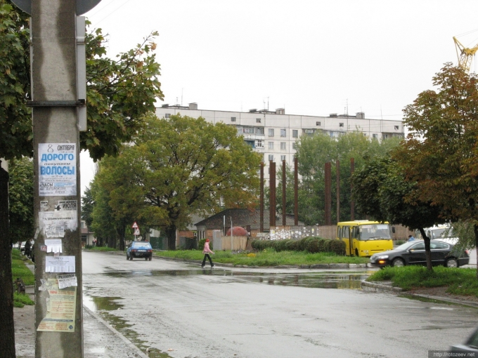 Чугуев. Осень 2006 года, строится Биг Хаус