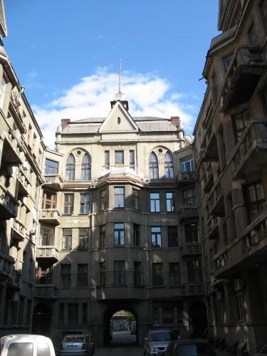 Типичный двор в Харькове буквой П