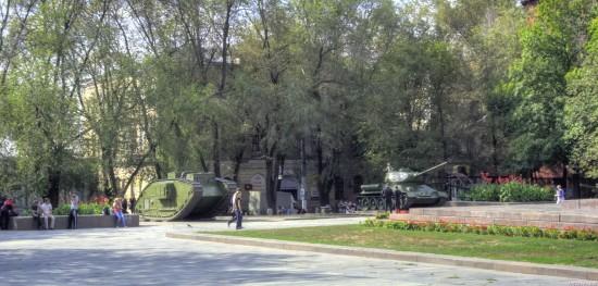 Центр Харькова до того как срубили деревья и снесли памятник