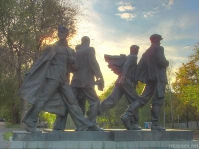 Памятник студентам, ушедшим на фронт