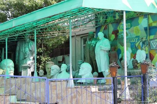 Коллекция памятников Ленину